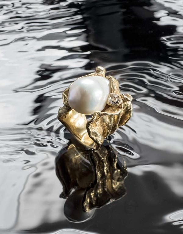3-Alexandra-Albini-Anello-in-18k-perla-baroccha-e-diamante